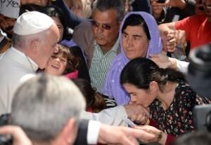 """Papa Francesco: """"Essere cristiano e cacciare via un affamato, un rifugiato, è da ipocriti"""""""