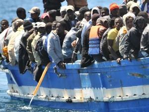 Migranti-a-Lampedusa-foto-archivio-300x225